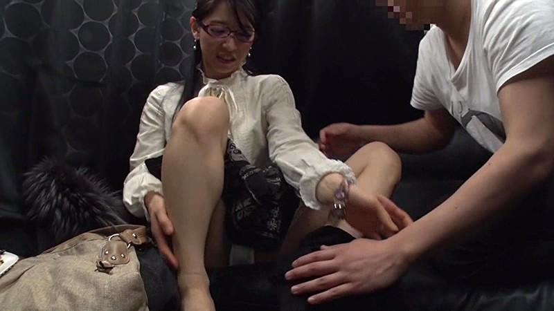 リアル素人ナンパ!日本最大級の某同人イベントで見つけた女の子達に声を掛け交渉生セックス!!~同人誌を買い漁るオタク女子やカメコに囲まれるコスプレイヤーはやっぱりエロかった!!!~