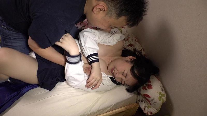妻が居ない日、巨乳の義理の娘を犯し尽くす父親近親相姦映像13