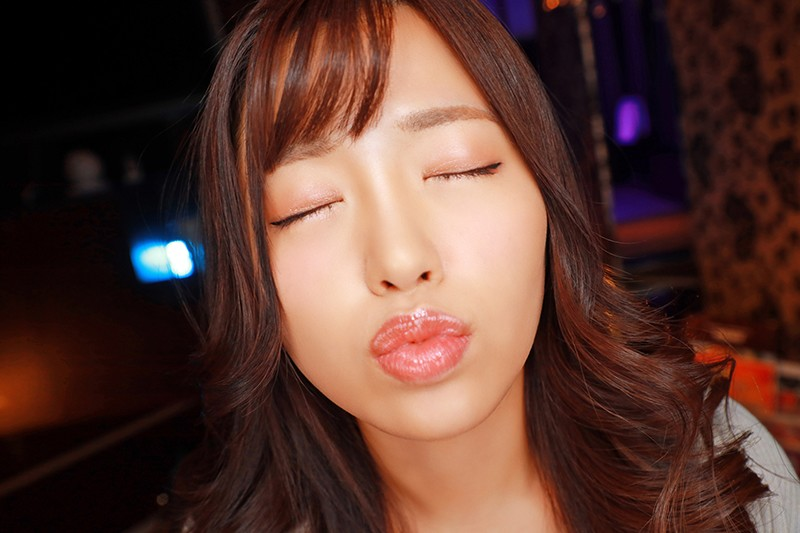 【VR】妖艶な表情で見つめられ厚い唇で濃厚接吻&全身リップ 豊満な乳房で僕を包み込み精子を欲しがる極上で都合のいい女 椿りか2
