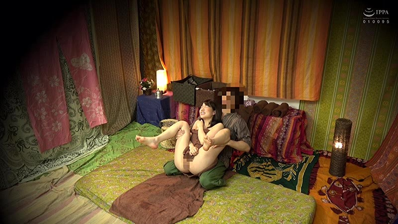 二人でするヨガ。タイ古式マッサージ店盗撮。素人人妻をタイ古式マッサージの無料体験と偽り騙して癒して中出ししちゃいました 池袋編 12枚目