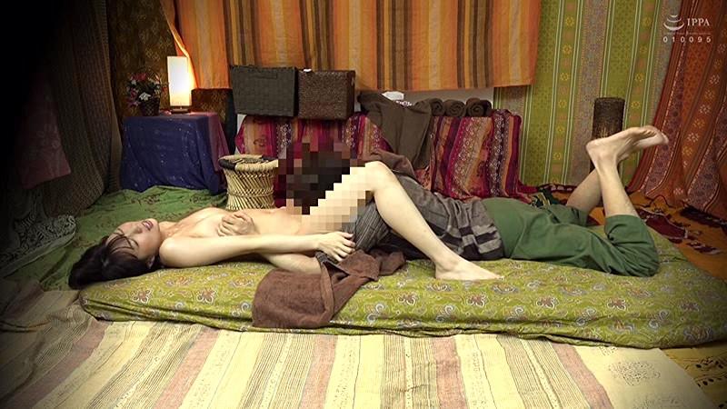 二人でするヨガ。タイ古式マッサージ店盗撮。素人人妻をタイ古式マッサージの無料体験と偽り騙して癒して中出ししちゃいました 池袋編 13枚目