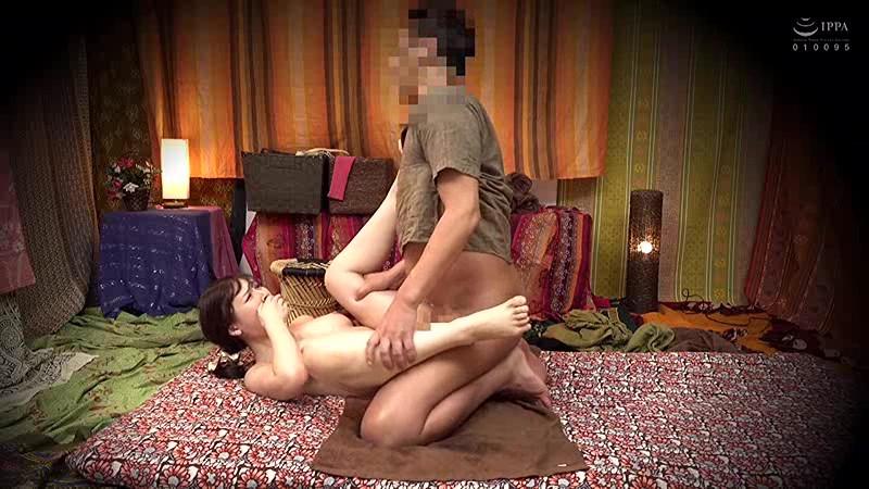 二人でするヨガ。タイ古式マッサージ店盗撮。素人人妻をタイ古式マッサージの無料体験と偽り騙して癒して中出ししちゃいました 池袋編 17枚目