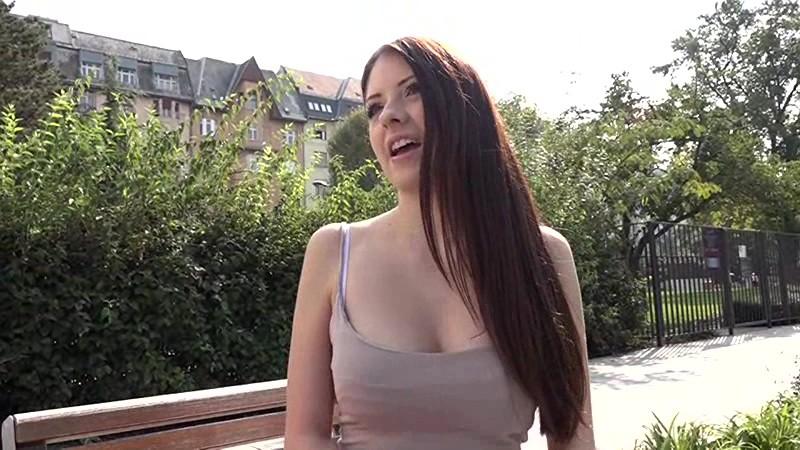 【女子大生 フェラ】デカパイでパイパンの女子大生白人の、フェラプレイ動画。【外人】