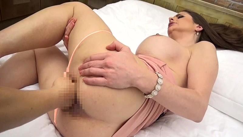 【迷ったらコレ!】再生して3分で即ヌケます。120cm Lカップ爆乳! 東欧の美魔女(42歳)にナマ中出しアクメ連発セックス! キャシー・ヘブン BEST4時間 1枚目