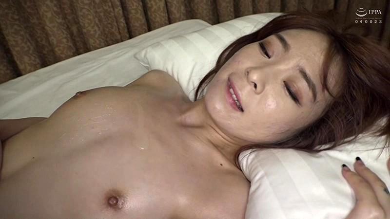 本場韓国で部屋に呼んだ美人マッサージ嬢があまりにも卑猥なテカテカオイルボディだったので思わず本番交渉! 日本人の硬くて太いデカチンにプロのプライド完全崩壊アクメ連発セックス! 14枚目