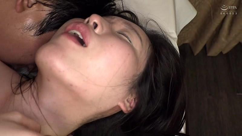 本場韓国で部屋に呼んだ美人マッサージ嬢があまりにも卑猥なテカテカオイルボディだったので思わず本番交渉! 日本人の硬くて太いデカチンにプロのプライド完全崩壊アクメ連発セックス! 20枚目