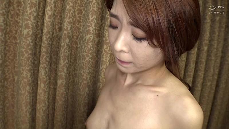 本場韓国で部屋に呼んだ美人マッサージ嬢があまりにも卑猥なテカテカオイルボディだったので思わず本番交渉! 日本人の硬くて太いデカチンにプロのプライド完全崩壊アクメ連発セックス! 9枚目