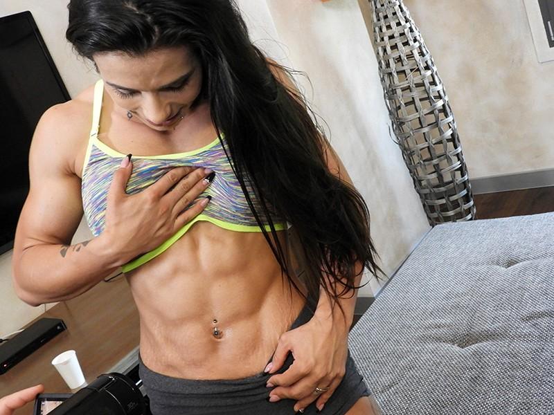 最強筋肉女神降臨!驚異の体脂肪率7%!ユーロチャンピオンの現役美人ボディビルダーが魅せる超肉食マッスルSEX! ニネル・モハード 1枚目