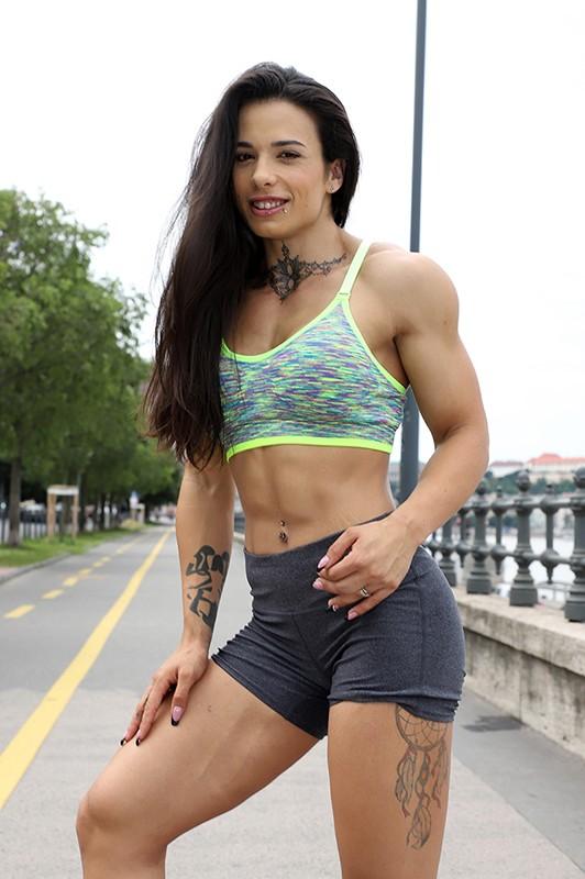 最強筋肉女神降臨!驚異の体脂肪率7%!ユーロチャンピオンの現役美人ボディビルダーが魅せる超肉食マッスルSEX! ニネル・モハード 10枚目
