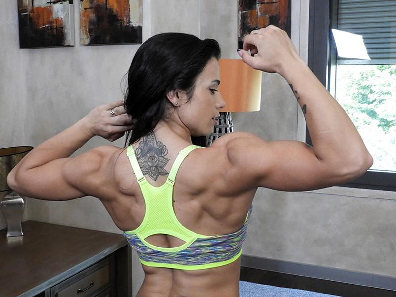 最強筋肉女神降臨!驚異の体脂肪率7%!ユーロチャンピオンの現役美人ボディビルダーが魅せる超肉食マッスルSEX! ニネル・モハード 12枚目