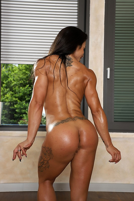 最強筋肉女神降臨!驚異の体脂肪率7%!ユーロチャンピオンの現役美人ボディビルダーが魅せる超肉食マッスルSEX! ニネル・モハード 17枚目
