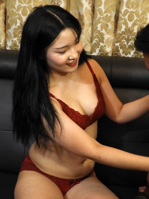 【FANZA限定】国境を超えて見つけた逸材!韓国現地でオルチャン美女をナンパ即ハメ!極上韓流美女でAV撮りました。石○さとみ似のセボンちゃんと幼顔のヨルンちゃん! パンティと生写真付き13