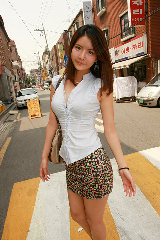 韓国で美少女ゲット!「セックスしたいの…」1ヶ月の禁欲でたまりにたまった性欲を大解放!たまらずチ○ポにしゃぶりつく!17