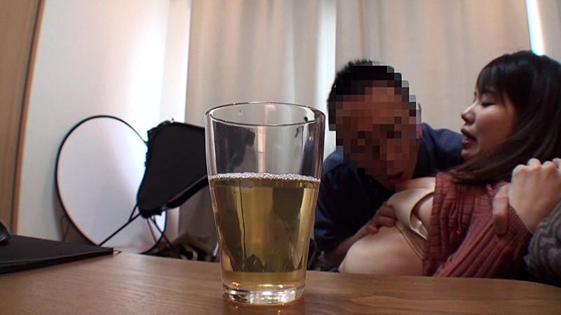 地域の公民館ビデオサークルを根城に子煩悩な巨乳ママを喰いまくる中年オヤジの極秘ハメ撮り ガチ中出しリアルドキュメントNTR 3 2枚目