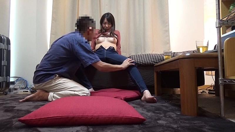 地域の公民館ビデオサークルを根城に子煩悩な巨乳ママを喰いまくる中年オヤジの極秘ハメ撮り ガチ中出しリアルドキュメントNTR 3 3枚目
