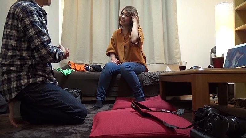 地域の公民館ビデオサークルを根城に子煩悩な巨乳ママを喰いまくる中年オヤジの極秘ハメ撮り ガチ中出しリアルドキュメントNTR 4 2枚目
