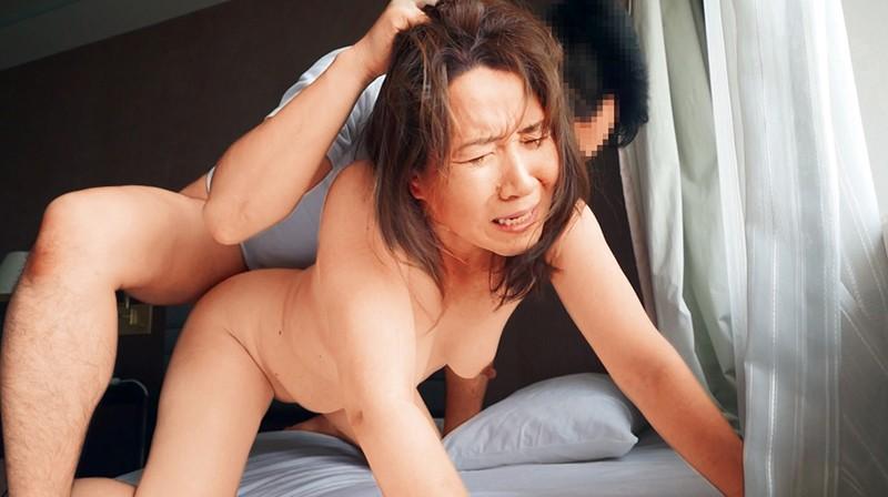凄エグ熟女!!普通のおばさんの変態願望、叶えます。熟女達の知られざる乱痴気変態セックス!さゆり 今日子 智香 画像1