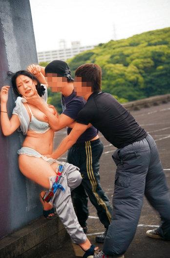熟女暴姦 恐怖で歪む顔がたまらない熟女たちを見知らぬ男が強引に汚しまくる 24人8時間