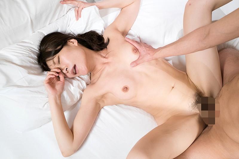 美熟女の膣奥にある子宮口をち○ぽでマッサージ!トロトロま○こでパコる最高に気持ちいいSEX13名4時間のサンプル画像