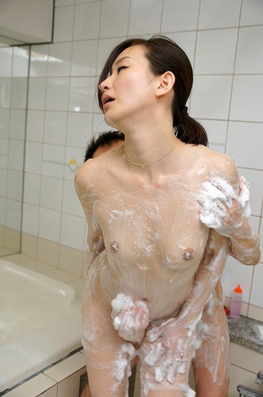 美熟女の膣奥にある子宮口をち○ぽでマッサージ!トロトロま○こでパコる最高に気持ちいいSEX13名4時間 キャプチャー画像 6枚目