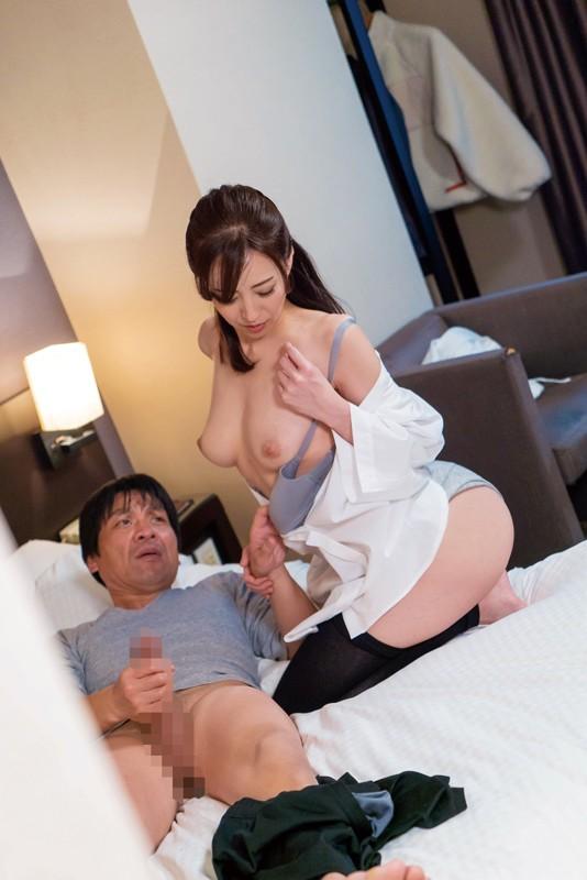 出張マッサージの美熟女にセンズリ見せつけ猥褻24