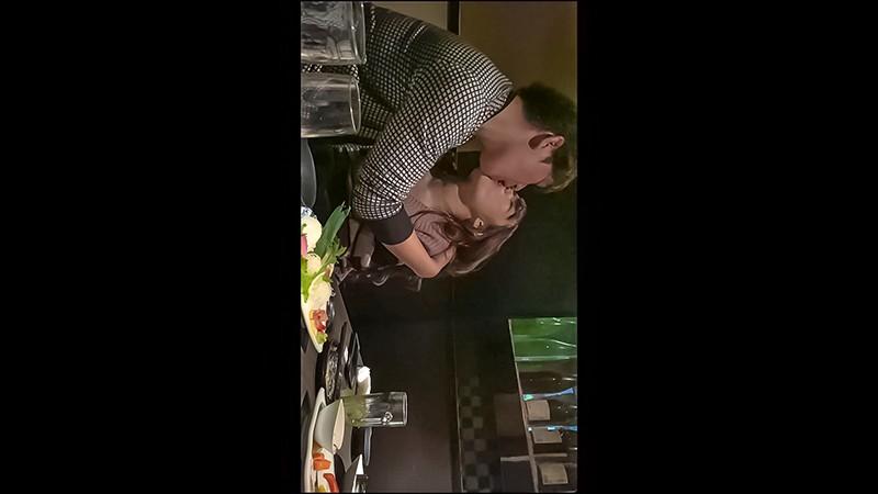 居酒屋でKISS! 初対面でキスした後のエロ反応検証させて下さい!酒とキスのWパンチで本気で欲情するガチSEX大作戦!! 15枚目