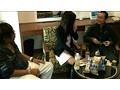 居酒屋で飲んでいるカップルの彼氏の隙を狙って彼女をナンパ...sample10