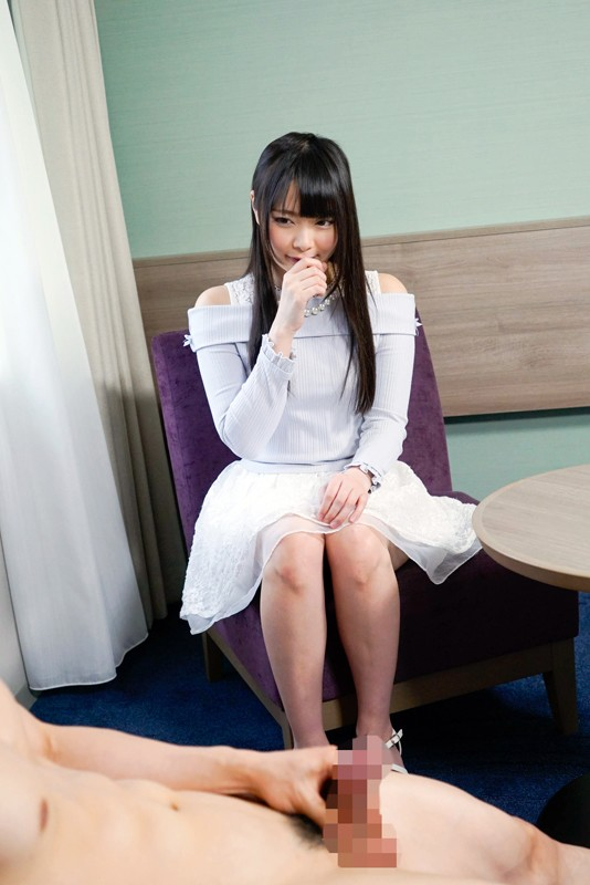 見つめながらシコシコシコ 手コキ天使 恥ずかしいけどガン見しちゃうのが素人女子!! 5枚目
