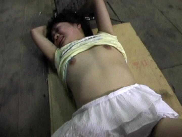 スレンダー激カワな貧乳の美少女アイドルの、奴隷レイプイマラチオ無料エロ動画!【イタズラ動画】