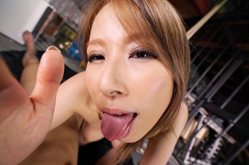 """【エロVR】美人すぎる露出狂""""北川エリカ""""がM男を襲ってハードセックス"""