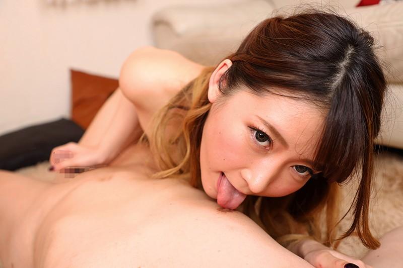 東條有希の乳首舐めて手コキ