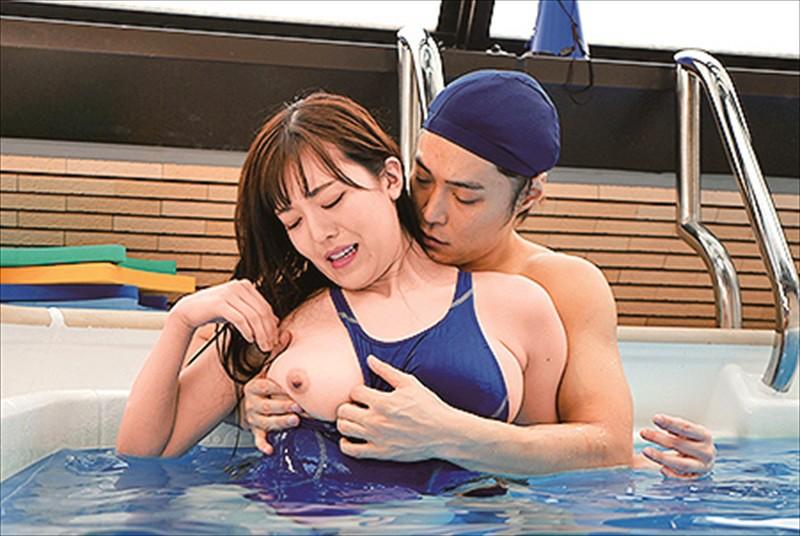 七瀬いおり 巨乳競泳水着インストラクター 透ける乳首ぽっち…ぷっくりモリマン…