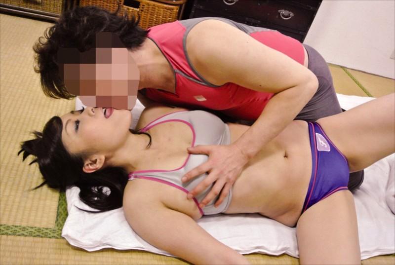 近所の奥さんが元アスリートでムチ尻エロ妻!食い込みブルマで誘惑して浮気SEX4時間のサンプル画像