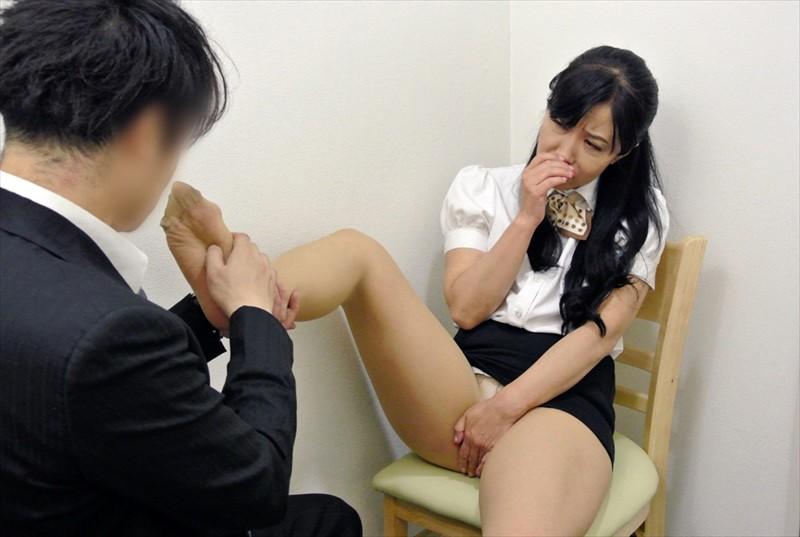 パートの熟女OLのタイトなウマ尻にお触りしたら4時間 6枚目
