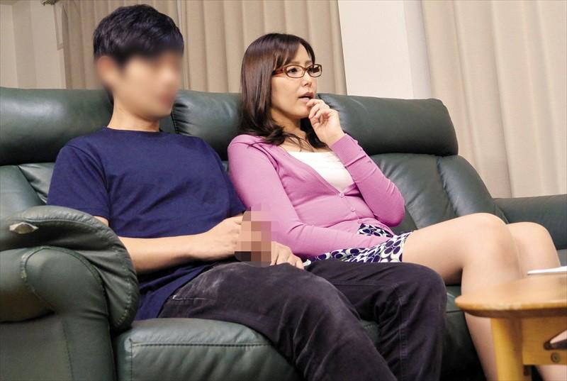 人妻さんが他人男とAV鑑賞したら興奮しちゃって…素人人妻25名240分
