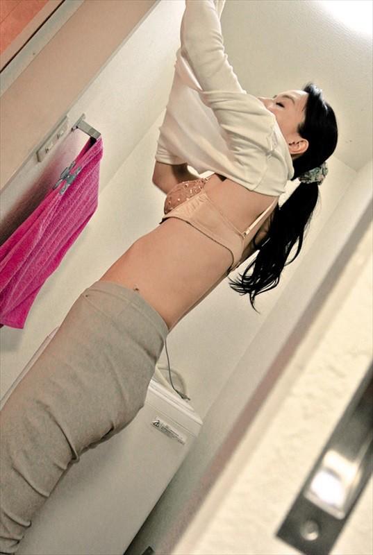 普通の人妻さんが自宅で酔わされてNTRセックスに至る緊迫ドキュメント!