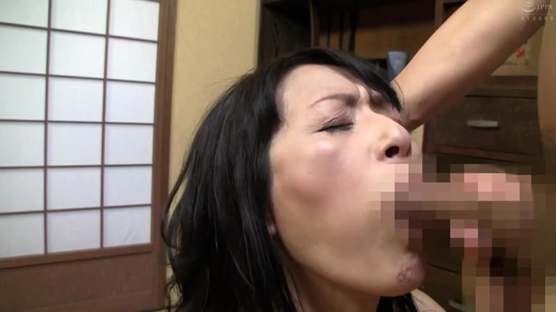 「母さんセックスさせて」と、頭を下げる変態息子につける薬はないが断れない母も…禁断の母子相姦記録240分3