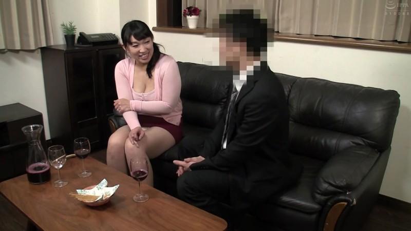 普通の人妻さんが旦那の知人に口説かれNTRセックスに至る緊迫ドキュメント!240分 画像10