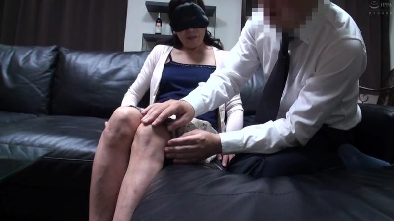 普通の人妻さんが旦那の知人に口説かれNTRセックスに至る緊迫ドキュメント!240分 画像13