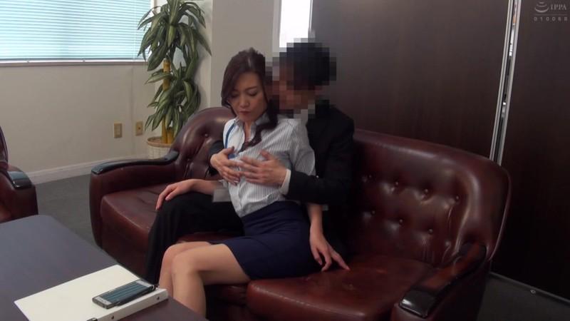 普通の人妻さんが旦那の知人に口説かれNTRセックスに至る緊迫ドキュメント!240分 画像16