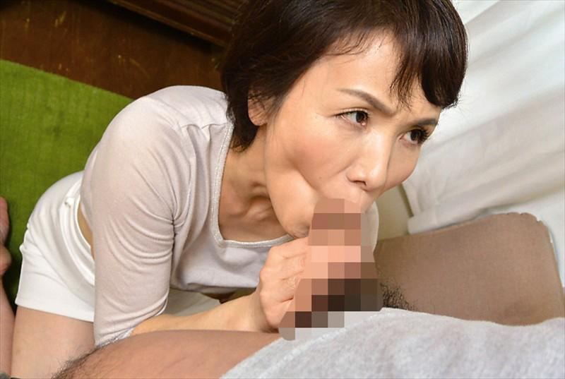 嫁の母が婿の罠にはめられ、性感マッサージ...