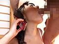 旦那からの着信は不倫セックス中!!不倫相手に促され電話に出た人妻は、必死に喘ぎ声を押し殺してはいたが、行為がエスカレートし興奮度はMAXに!絶対にバレてる!?5