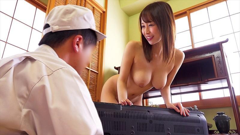 テレビの修理に行ったら、奥さんが全裸で出てきた!!目のやり場に困りながら修理をしている僕のビンビンになったチ○ポをなんと奥さんは…!?VOL.02