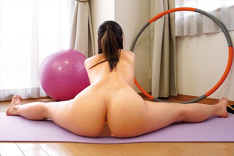 魅力の体で全力運動!全裸フィットネス22...