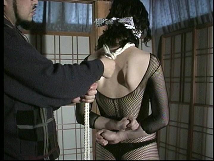 生ゴム肉奴● 全頭マスク女・強●レズ鞭責め人間便器