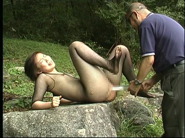 人妻調教 野外鞭打ち浣腸責め 画像14