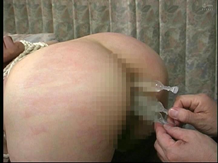 人妻調教 野外鞭打ち浣腸責め 画像16