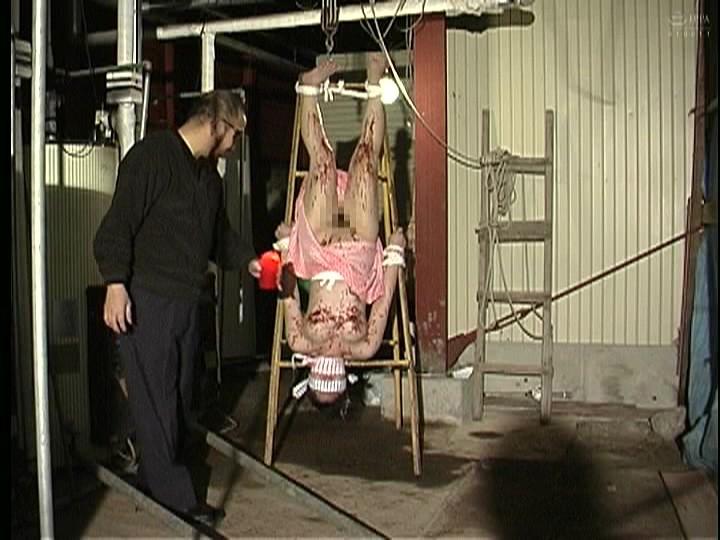 人妻調教 吹き矢針責め天井吊り