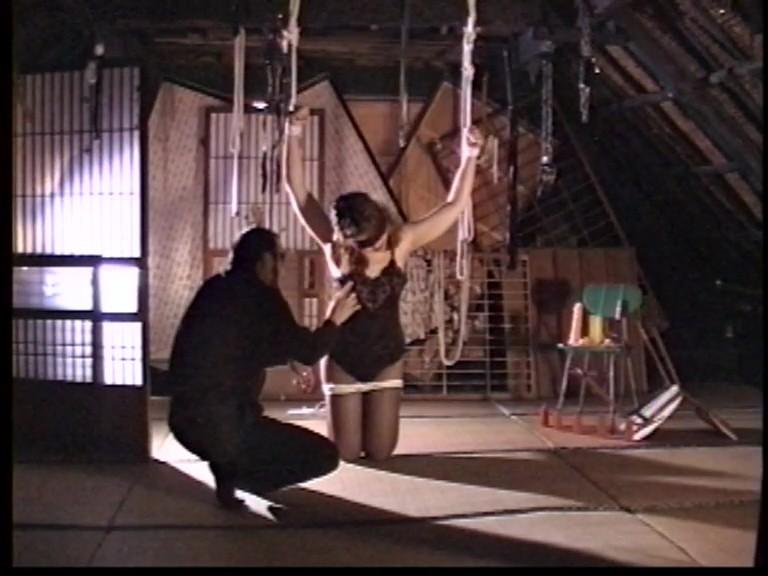 人妻メス奴●3鞭打ち鉄塔逆さ吊り異物挿入フィストファック 1