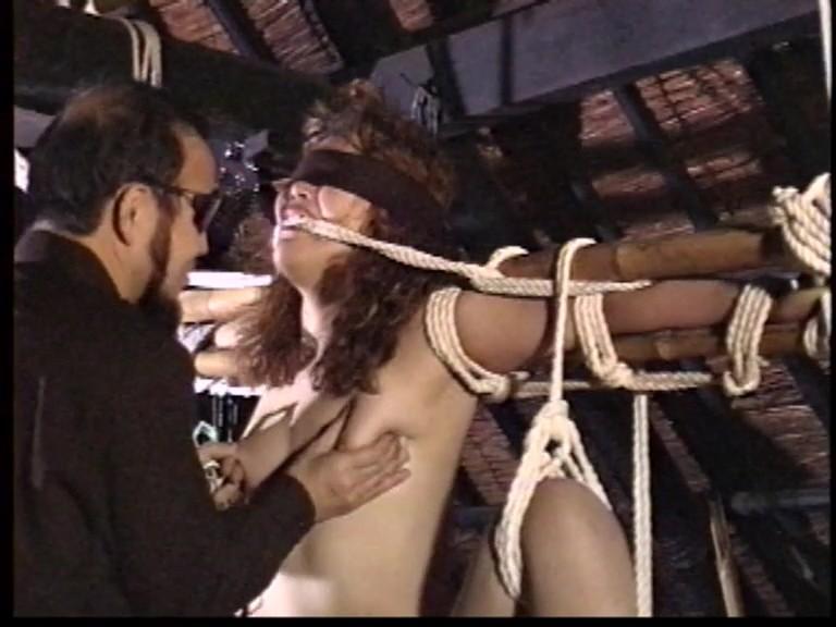 人妻メス奴●3鞭打ち鉄塔逆さ吊り異物挿入フィストファック 5